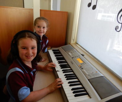 kids on keyboard