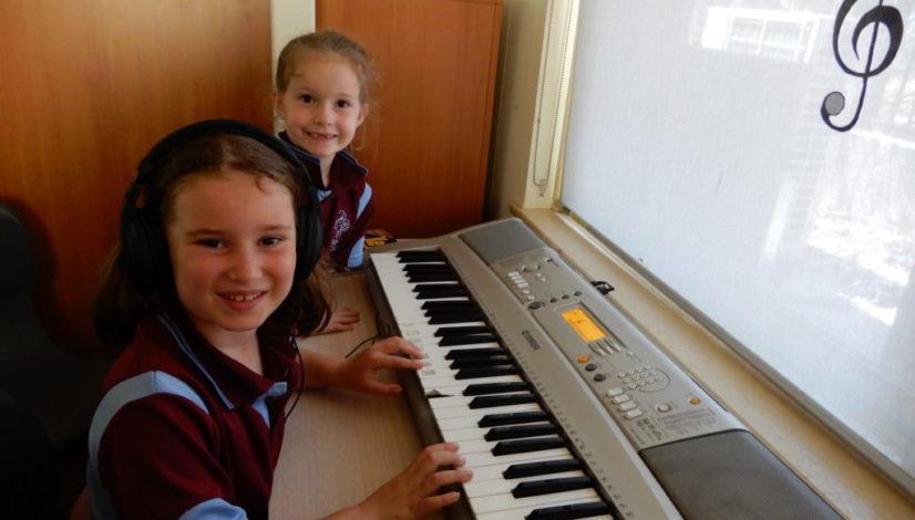 kids on keyboard